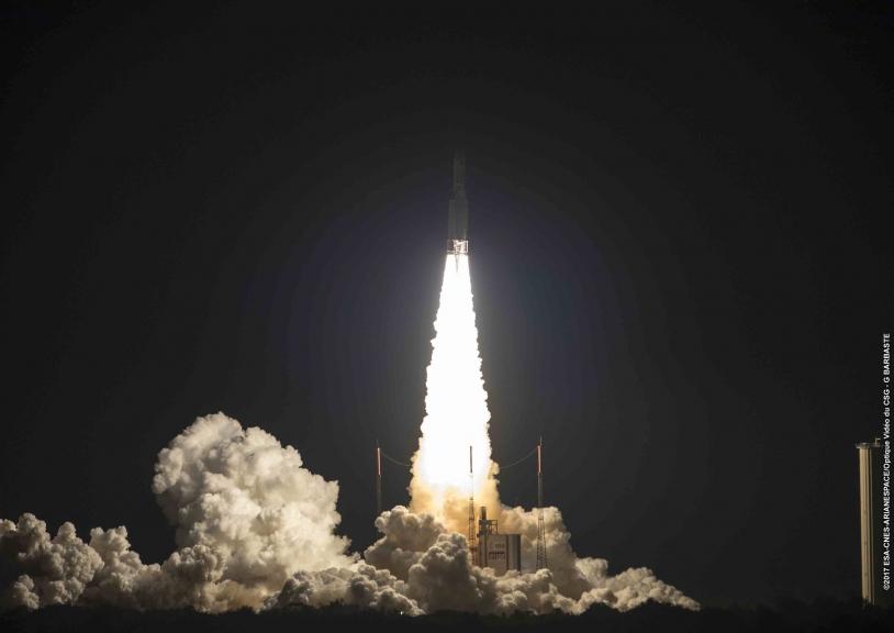 Lancement du premier satellite 100% électrique d'Airbus, E172B, en 2017.